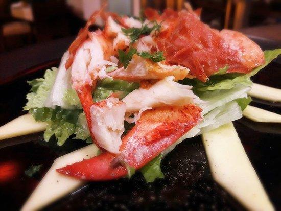 "Leonardo Davinci: ""Lobster salad"" (lettuce,mint,extra virgin olive oil, lemon, fresh mango, crispy parma ham)"