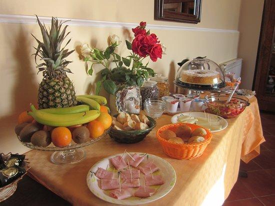 Zafferana Etnea, Italia: Buffet Breakfast