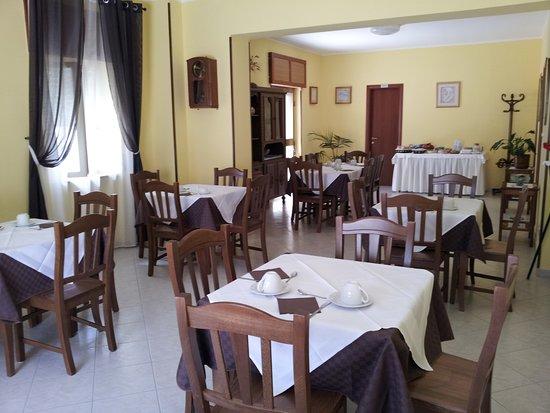 Holiday Bed And Breakfast Vico Del Gargano: Sala Colazioni Holiday B&B Vico Del Gargano