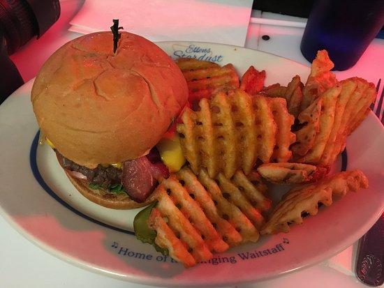 Ellen's Stardust Diner: Be Bop a Lula Burger