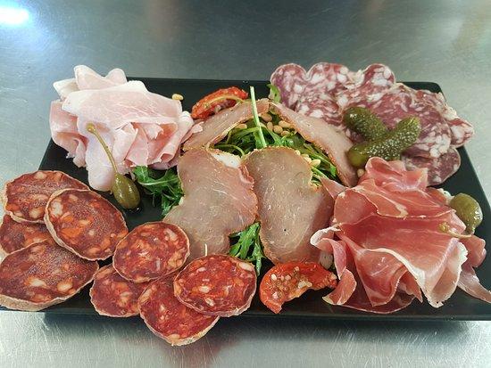 Quetteville, França: L'assiette de cochonailles... à partager selon envie !!!