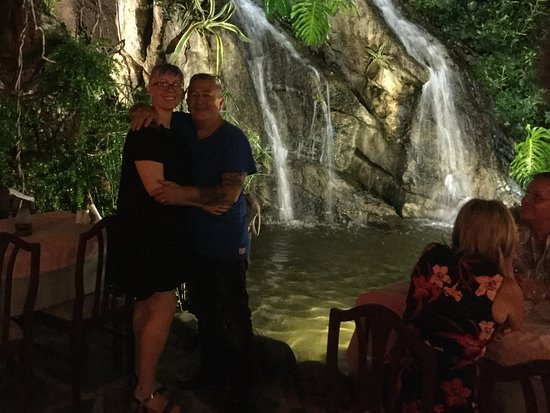 Waterfall Restaurant: Where else do you get a waterfall coming into a restaurant