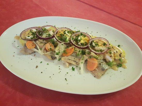 Quetteville, França: Salade Fécampoise aux harengs marinés