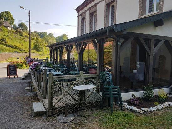 Quetteville, França: Notre terrasse ensoleillée toute la journée