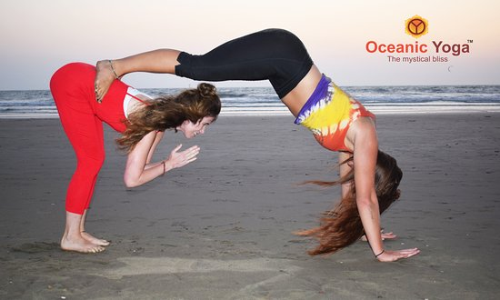 Mandrem, India: yoga by beach