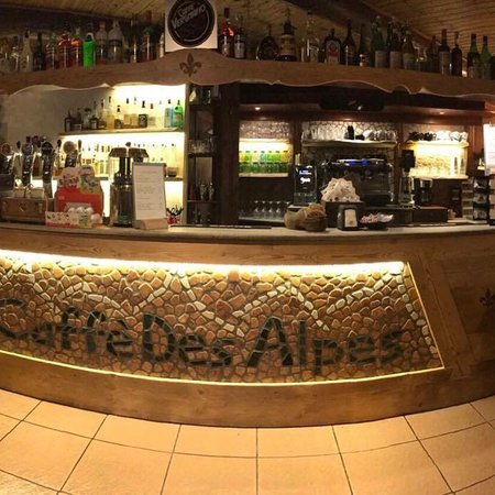 Caffè Des Alpes: Interno bar