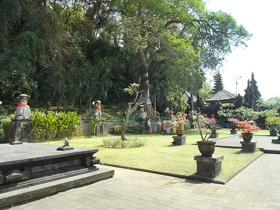 Goa Lawah Temple: The outer area of the temple grounds with small statues along one side