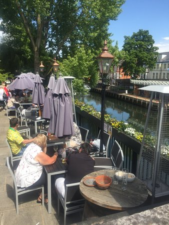 Compleat Angler: Fantastic outdoor seating