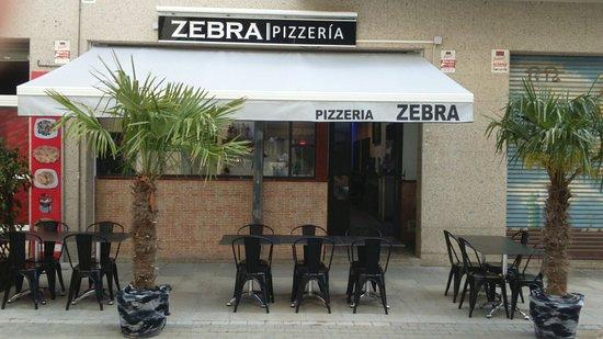 Cambrils, إسبانيا: La terrasse et devanture