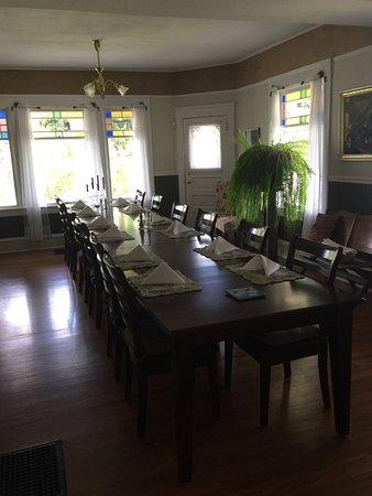 1910 Historic Enterprise House Bed & Breakfast: Formal dining room