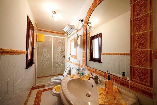 Villa Sauci: Bagno della camera matrimoniale standard