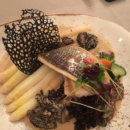 Lauterbourg, France: Beste Zwiebelsuppe und derzeit Spargelgerichte