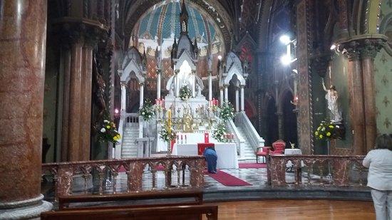 Alabado Sea El Santisimo Sacramento Iglesia: Santiago de Chile. Iglesia Monasterio de Adoración del Santísimo Sacramento. Altar Mayor.