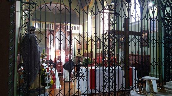 Alabado Sea El Santisimo Sacramento Iglesia: Santiago de Chile. Iglesia Monasterio de Adoración del Santísimo Sacramento. Capilla de Monjas d