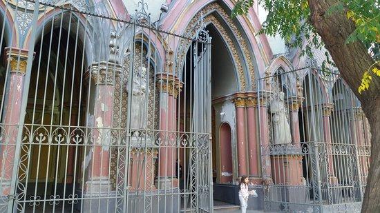 Alabado Sea El Santisimo Sacramento Iglesia: Santiago de Chile. Iglesia Monasterio de Adoración del Santísimo Sacramento. Frontispicio.