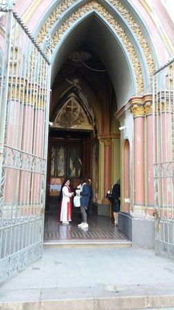 Alabado Sea El Santisimo Sacramento Iglesia: Santiago de Chile. Iglesia Monasterio de Adoración del Santísimo Sacramento. Acceso.