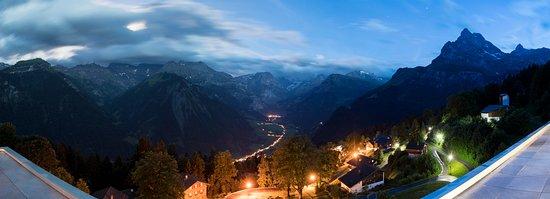 Braunwald, Ελβετία: Aussicht von der Penthouse Familien-Suite «1001 Nacht». Nachts