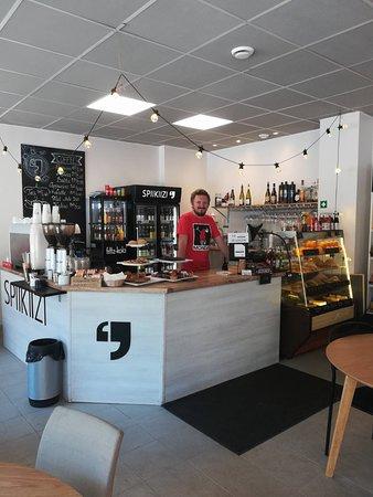 Spiikiizi Café: Fresh orange juice and sandwiches!