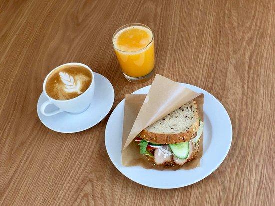 Spiikiizi Café: Welcome to our cozy cafe :)