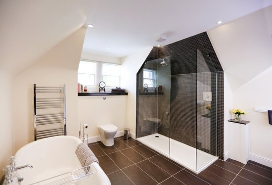 Royal Gardens Apartments: Double bedroom with en-suite shower room - Kings Apartment