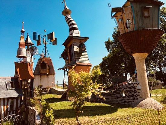 Lizio, ฝรั่งเศส: les tours tarabiscotées