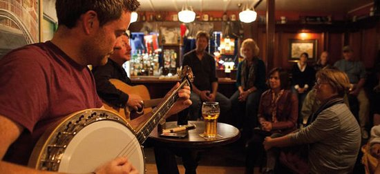 Traditional Irish Musical Pub Crawl: Playing Banjo