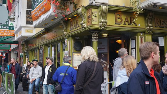 Traditional Irish Musical Pub Crawl: Oliver St John Gogartys Bar - Our Meeting Point