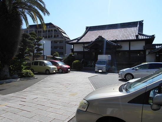 Zenryuji Temple: 斜め前から見た本堂