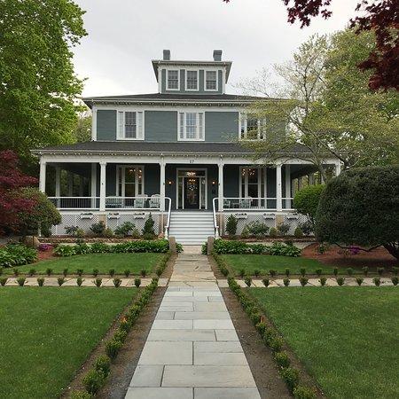 Captain's Manor Inn: photo1.jpg