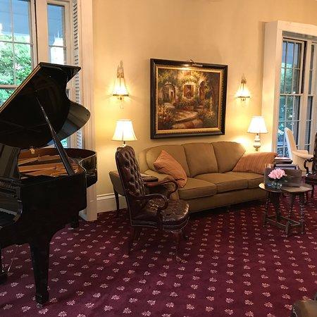 Captain's Manor Inn: photo2.jpg