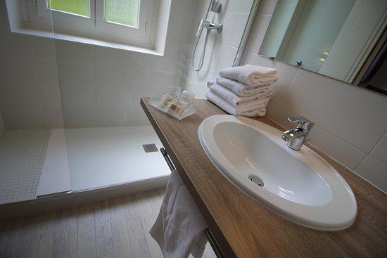 Hôtel des Thermes: Une partie des salles de douche ont été rénovées en 2018.