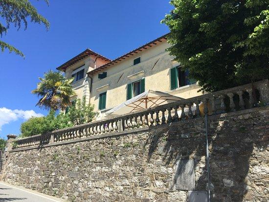 Villa Cristina: Villa da strada