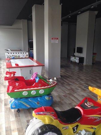 Somunarasi Dalaman: Oyun salonu