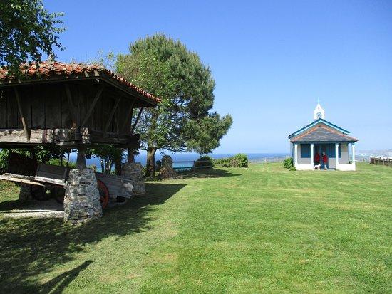 Cadavedo, إسبانيا: Vista de la Ermita