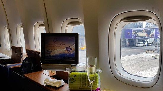 Thai Airways: 4 windows for each first class seat!