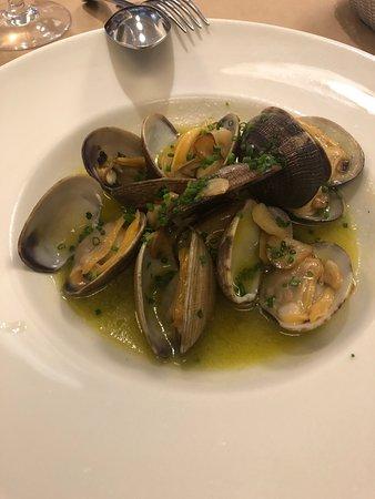 La Azotea: clam appetizer