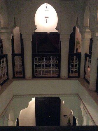 Riad L'Orchidee: C'est la galerie du premier étage où il y a un espace détente avec Wifi,fauteuils et canapé