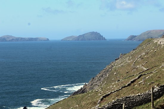 Fahan BeeHive Huts: Fahan lies west of the fishing village of Ventry & east of the steep cliff of Slea Head.