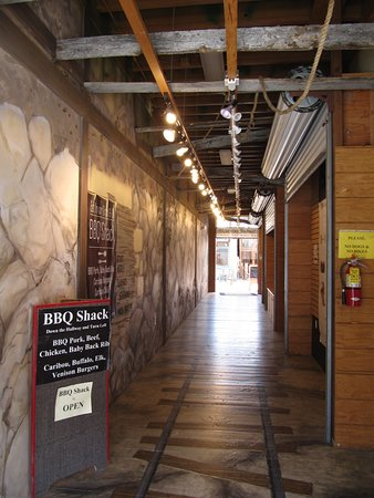 BBQ Shack: Entrance Hallway - follow the tracks!