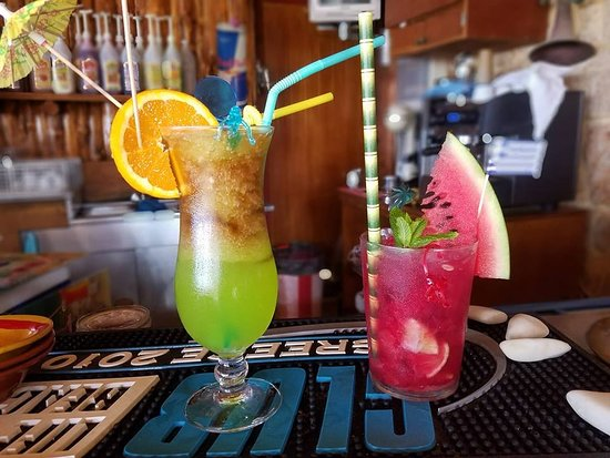 Dolphin Beach Bar: long island iced tea and mojito watermelon