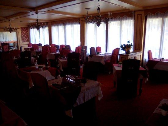 Grand Hotel de la Reine Amelie: Une des 2 ou 3 salles de restaurant