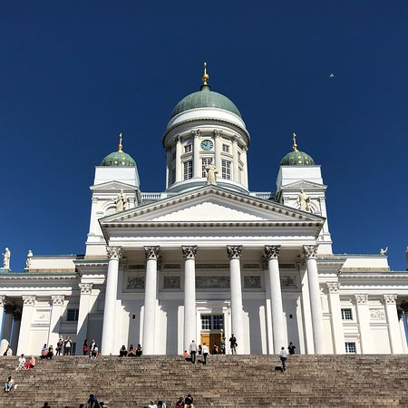 Helsinki Cathedral: Blue sky with white building, very nice!