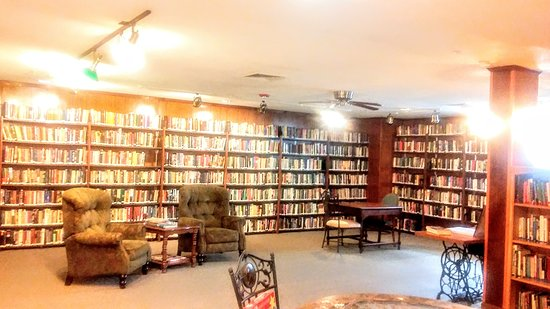 Poland Spring Resort : Library