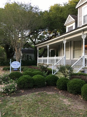 Natchitoches, LA: Front of Violet Hill B&B