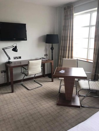 The Earl of Doncaster: Nice seating area in room