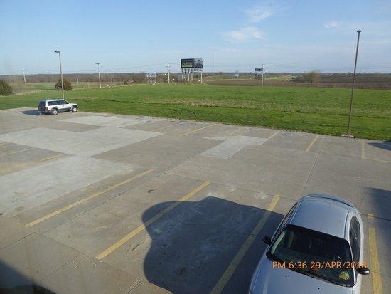 Bethany, MO: Plenty of Parking