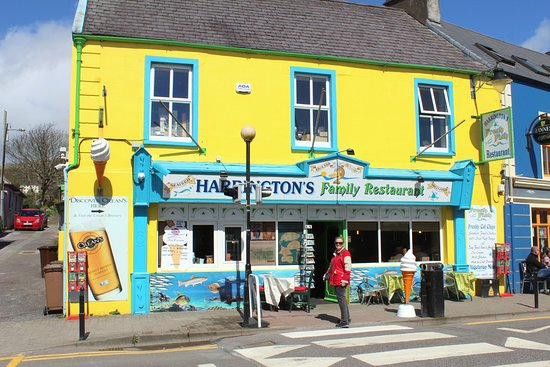 Harrington's Fish Restaurant: Can't miss the festive, sea-side decorated facade facing the municipal parking lot and marina.