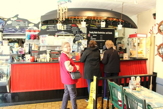 Harrington's Fish Restaurant: Orders are placed just steps into the restaurant which establishes the deli-like atmosphere.