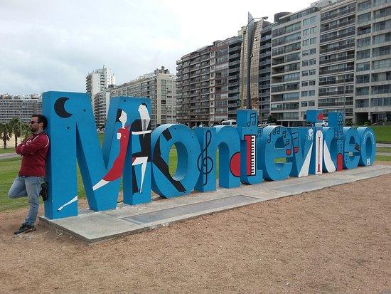 Montevideo Sign: Visão diurna - www.lugaresparaviajar.info