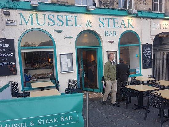 Mussel and Steak Bar: Aspecto exterior del restaurante
